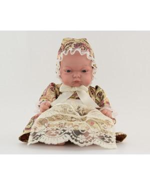 Muñeca bebé vestida con traje regional. Vestido dorado y capota. 25 cms.