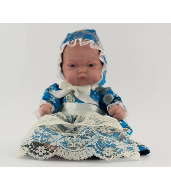 Muñeca bebé vestida con traje regional. Vestido azul turquesa con capota. 25 cms