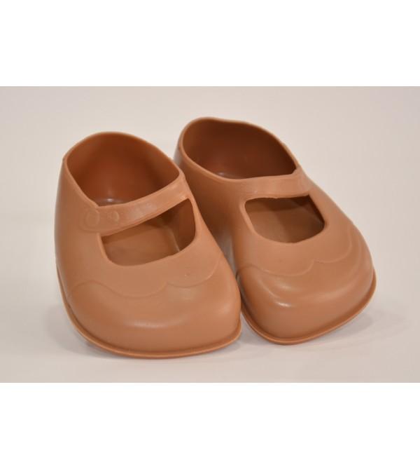 Zapatos marrones para muñeca.