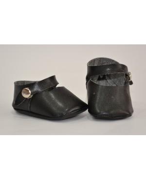 Zapato negro con cleck para muñeca.