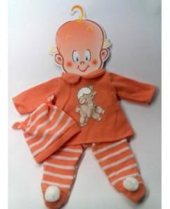Pantalón, jersey y gorro de lana naranja y blanco.