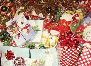 regalos-de-navidad-en-el-arbol